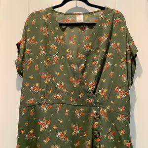 NWOT No Boundaries Olive Floral Blouse 3 Button…